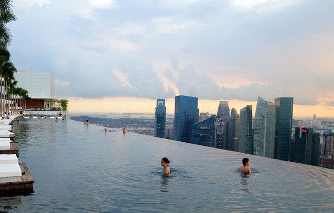 piscine débordement la plus haute du monde